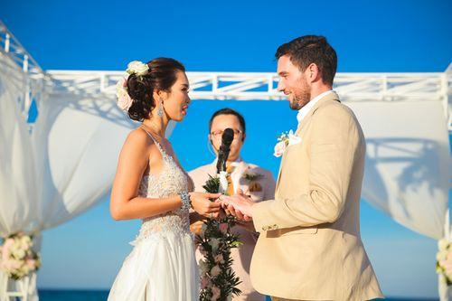 Vợ chồng Hà Anh đi trực thăng đến hôn lễ ở bãi biển Đà Nẵng - Ảnh 4