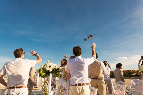 Vợ chồng Hà Anh đi trực thăng đến hôn lễ ở bãi biển Đà Nẵng - Ảnh 3