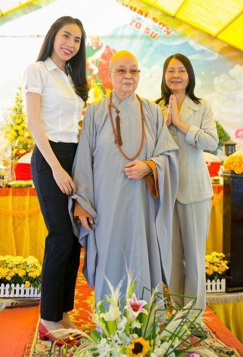 Facebook sao: Hạ Vi - Ngô Thanh Vân đọ sắc, Vy Oanh khoe vòng một lấp ló - Ảnh 11