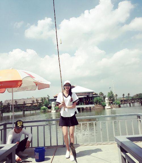 Facebook sao: Hạ Vi - Ngô Thanh Vân đọ sắc, Vy Oanh khoe vòng một lấp ló - Ảnh 7