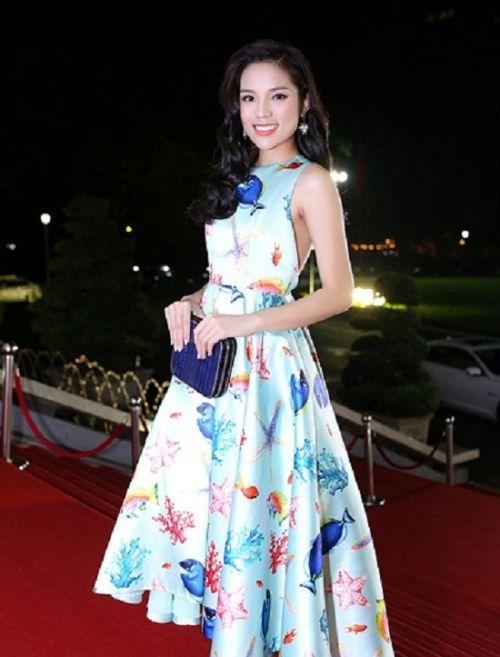 Hoa hậu Kỳ Duyên lại thực hiện 'văn hóa đi muộn' khi tham dự sự kiện - Ảnh 1