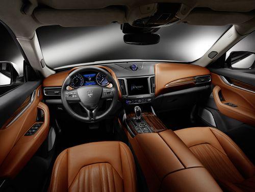 Á hậu Huyền My sang trọng, quý phái bên chiếc SUV hạng sang Maserati Levante - Ảnh 5