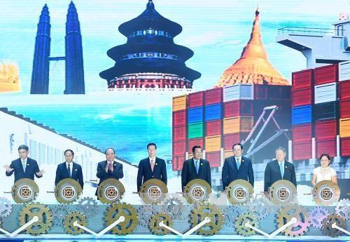 Thủ tướng dự lễ khai mạc Hội chợ Trung Quốc - ASEAN - Ảnh 1