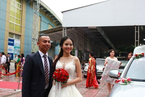 Đám cưới Chí Anh: Áo dát vàng 6000 USD, siêu xe 7 tỷ và... - Ảnh 1