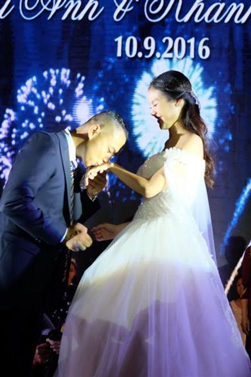 Điều ngọt ngào Chí Anh dành tặng cô vợ hot girl trong đám cưới - Ảnh 4