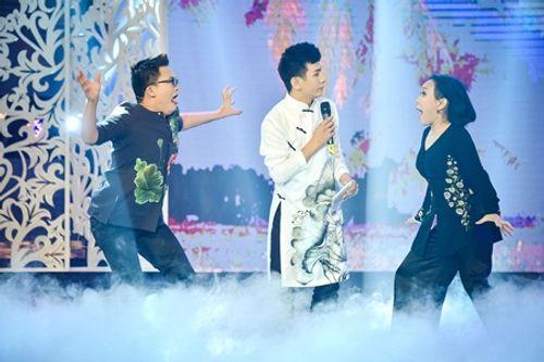 Việt Hương bị Đại Nghĩa kéo lê trên sân khấu vì sợ ma - Ảnh 2