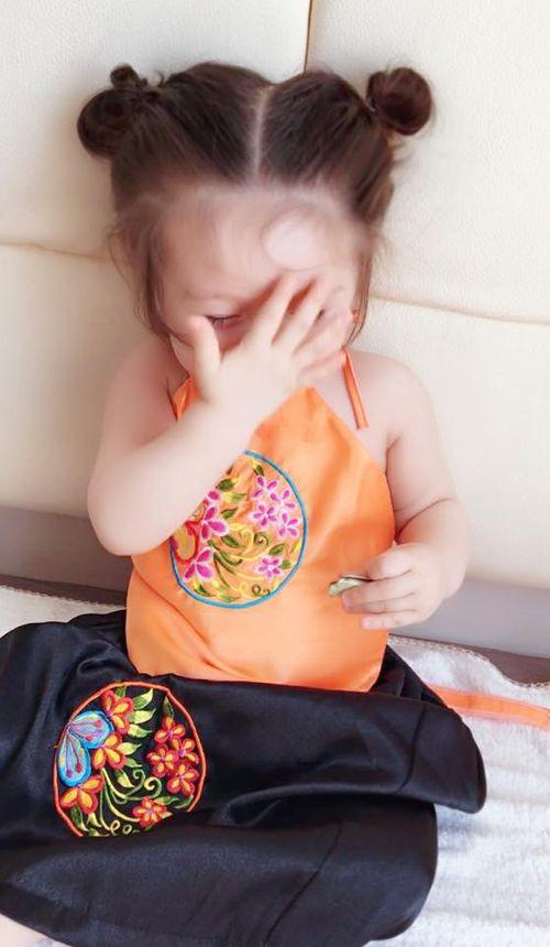 """Con gái Elly Trần xấu hổ khi bị mẹ """"bắt"""" làm Thị Nở - Ảnh 4"""