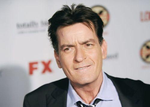 Tài tử công khai nhiễm HIV dương tính Charlie Sheen đóng phim sitcom mới - Ảnh 1