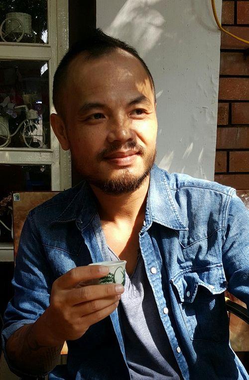 Trần Lập sụt 8kg vẫn vui vẻ đi cafe với bạn bè trong thời gian trị liệu - Ảnh 3