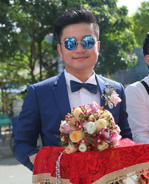 """Vân Trang ngọt ngào """"khóa môi"""" chú rể trong lễ đính hôn - Ảnh 2"""