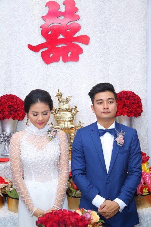 """Vân Trang ngọt ngào """"khóa môi"""" chú rể trong lễ đính hôn - Ảnh 5"""