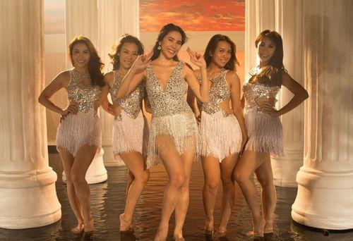 Phát hoảng với trang phục táo bạo của Thủy Tiên trong MV mới - Ảnh 4