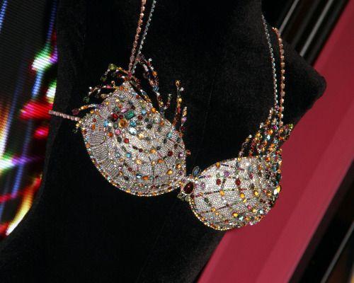 Hé lộ bộ nội y triệu đô trị giá 40 tỷ của Victoria's Secret 2015 - Ảnh 3