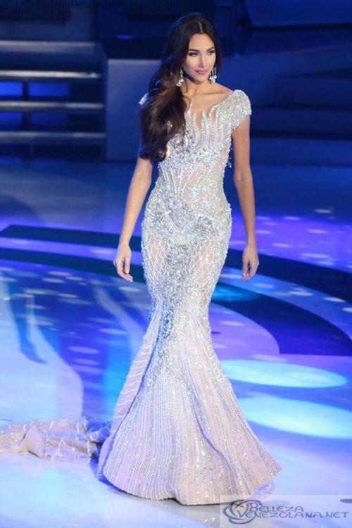 Vẻ đẹp tuyệt sắc của tân Hoa hậu Quốc tế 2015 Edymar Martinez - Ảnh 4