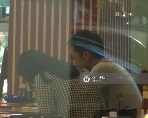 """HOT: Cường Đô la chủ động """"khóa môi"""" Hạ Vi ngay giữa nhà hàng - Ảnh 4"""