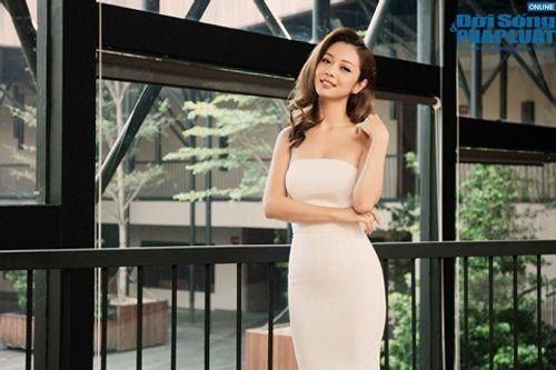 Jennifer Phạm diện váy trắng tinh khôi khoe vai trần gợi cảm - Ảnh 5