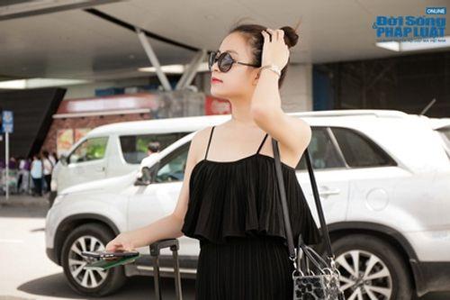Hoàng Thùy Linh khoe vai trần gợi cảm ở sân bay - Ảnh 7