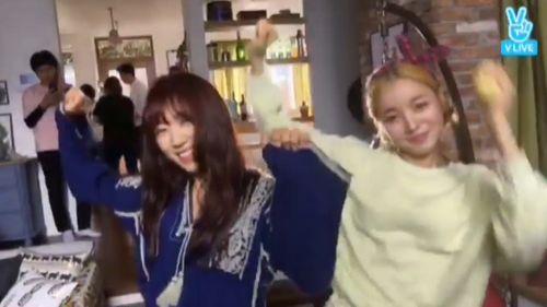 """Park Shin Hye nhảy điệu """"shy shy shy"""" trên phim trường Doctors - Ảnh 2"""