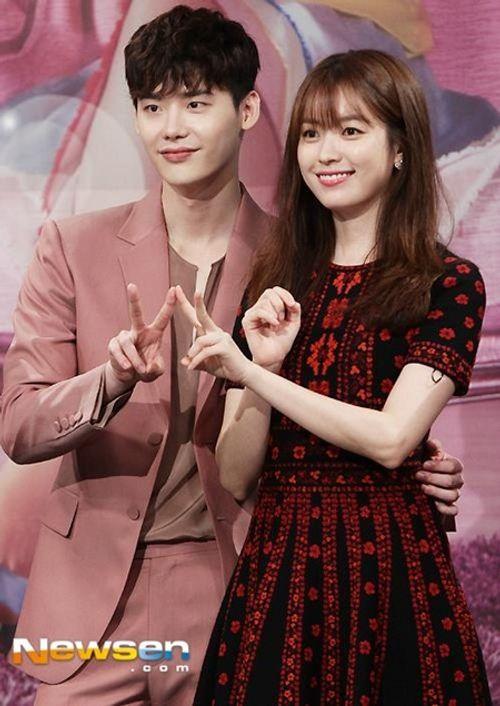 """Lee Jong Suk - Han Hyo Joo """"tình bể bình"""" trong họp báo """"Hai thế giới"""" - Ảnh 3"""
