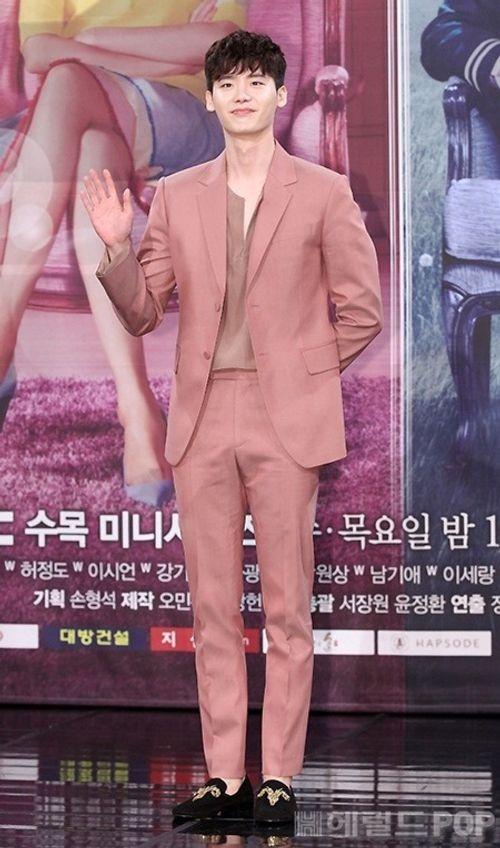 """Lee Jong Suk - Han Hyo Joo """"tình bể bình"""" trong họp báo """"Hai thế giới"""" - Ảnh 2"""