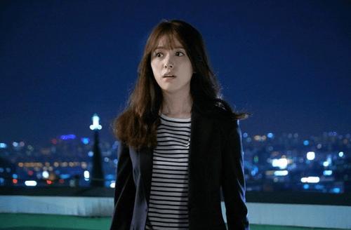 """Hai thế giới: Cuộc gặp đầu tiên """"đẫm máu"""" của Han Hyo Joo và Lee Jong Suk - Ảnh 2"""