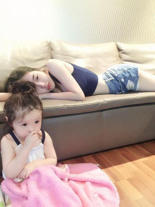 """""""Rụng tim"""" với hình ảnh Cadie dỗ mẹ Elly Trần đi ngủ - Ảnh 7"""