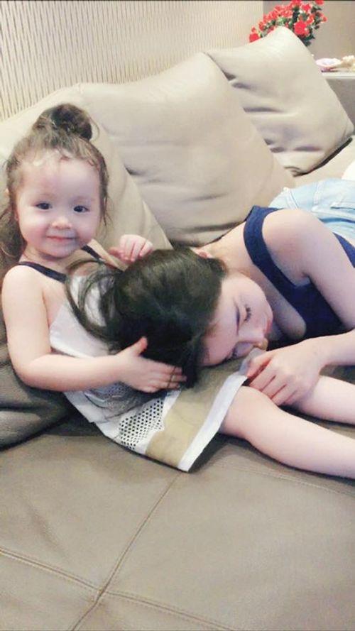 """""""Rụng tim"""" với hình ảnh Cadie dỗ mẹ Elly Trần đi ngủ - Ảnh 5"""