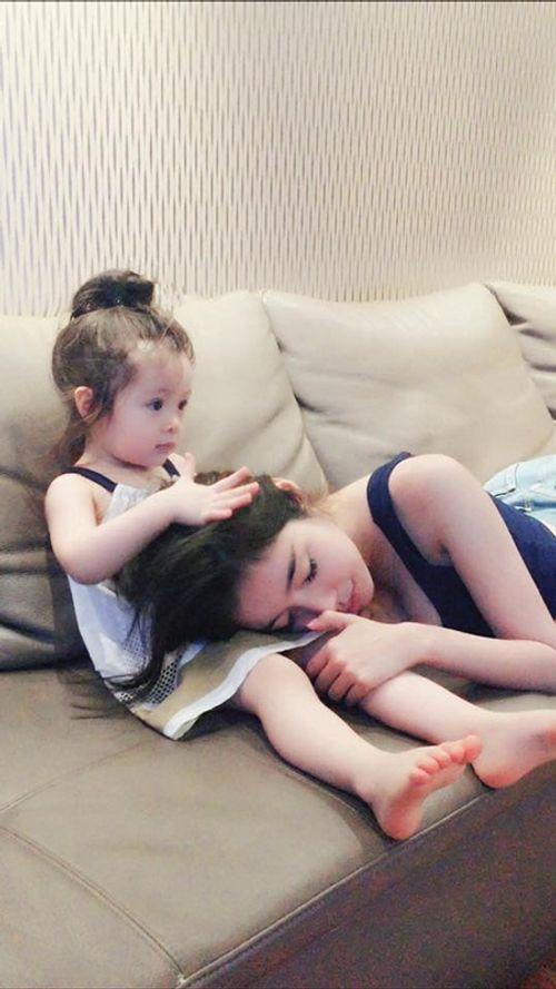 """""""Rụng tim"""" với hình ảnh Cadie dỗ mẹ Elly Trần đi ngủ - Ảnh 4"""