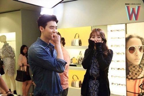 Lee Jong Suk tiết lộ điểm gợi cảm nhất của Han Hyo Joo - Ảnh 3