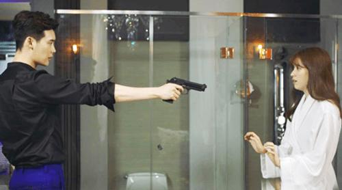 """""""W - Hai thế giới"""" tập 3: Han Hyo Joo bình an vô sự dù bị trúng đạn  - Ảnh 3"""