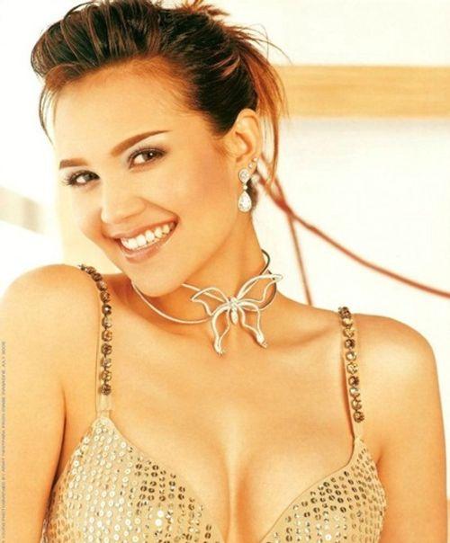 Phạm Hương lọt top 4 người đẹp nhất thế giới của tạp chí Mỹ - Ảnh 10