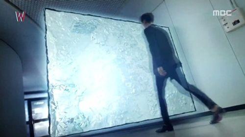 """""""W - Hai thế giới"""" tập 4: Lee Jong Suk bước ra khỏi truyện tranh - Ảnh 10"""