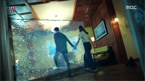 """""""Hai thế giới"""" tập 12: Lee Jong Suk lật ngược thế cờ - Ảnh 1"""