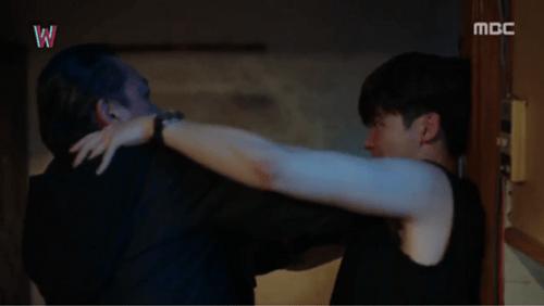 """""""Hai thế giới"""" tập 12: Lee Jong Suk lật ngược thế cờ - Ảnh 9"""