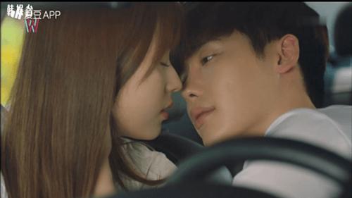 """""""Hai thế giới"""" tập 12: Lee Jong Suk lật ngược thế cờ - Ảnh 6"""