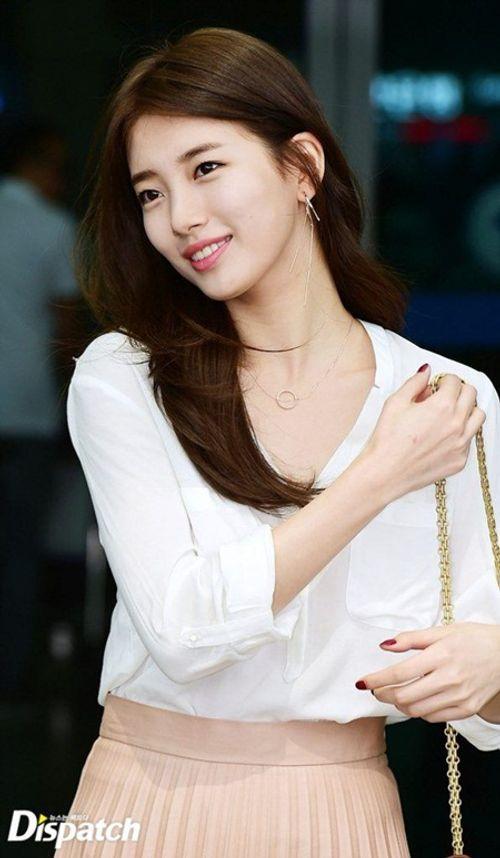 Suzy chụp hình cùng tượng sáp giống nhau như hai giọt nước - Ảnh 8
