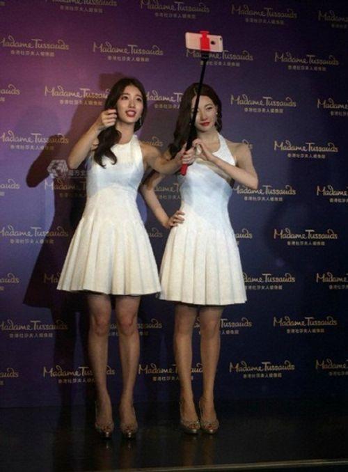Suzy chụp hình cùng tượng sáp giống nhau như hai giọt nước - Ảnh 2
