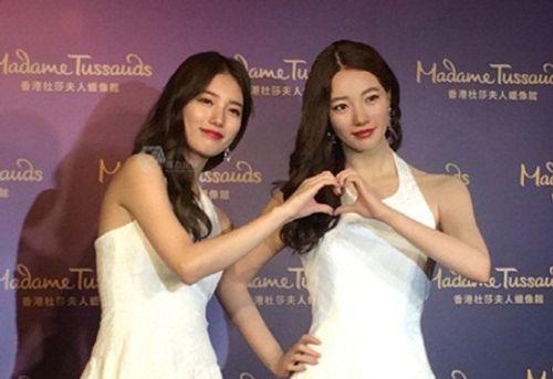 Suzy chụp hình cùng tượng sáp giống nhau như hai giọt nước - Ảnh 3