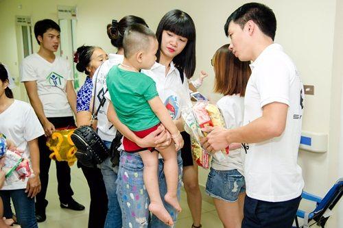 Hạ Vy mang niềm vui Trung thu đến với trẻ em bại não bệnh viện Châm cứu TƯ - Ảnh 5