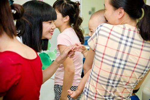 Hạ Vy mang niềm vui Trung thu đến với trẻ em bại não bệnh viện Châm cứu TƯ - Ảnh 6