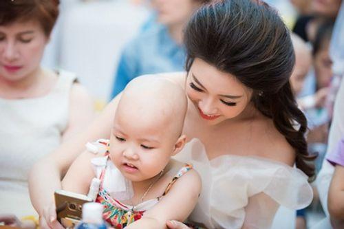 Hoa hậu Mỹ Linh cùng dàn người đẹp HHVN vui Tết Trung thu với bệnh nhi - Ảnh 8