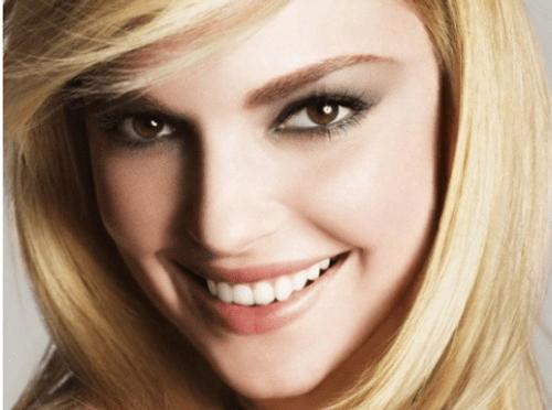 Long đong nhất trong cuộc thi nhan sắc không phải là mỹ nữ, mà là... chiếc răng! - Ảnh 1