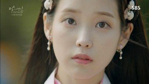 """IU và Kim Yoo Jung bị khán giả phàn nàn vì lỗi make up """"đi xa thời đại""""  - Ảnh 1"""