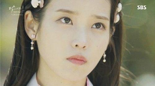"""IU và Kim Yoo Jung bị khán giả phàn nàn vì lỗi make up """"đi xa thời đại""""  - Ảnh 2"""