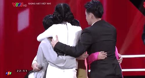 """Giọng hát Việt Nhí 2016 vòng Đối đầu tập 2: """"Cậu bé dân ca"""" Thụy Bình đi tiếp - Ảnh 11"""