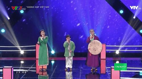 """Giọng hát Việt Nhí 2016 vòng Đối đầu tập 2: """"Cậu bé dân ca"""" Thụy Bình đi tiếp - Ảnh 16"""