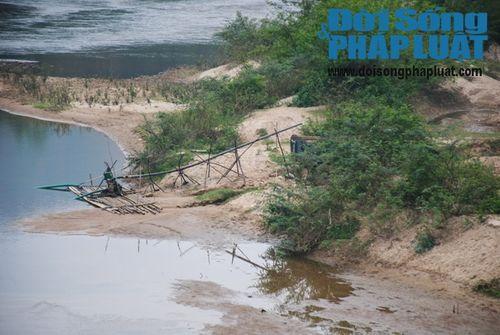 """Nghệ An: Sông Hiếu """"lở loét"""" vì cát tặc, chính quyền bất lực - Ảnh 3"""