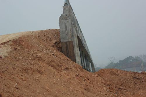 Nghệ An: Dân chật vật qua cầu tiền tỷ dở dang - Ảnh 6