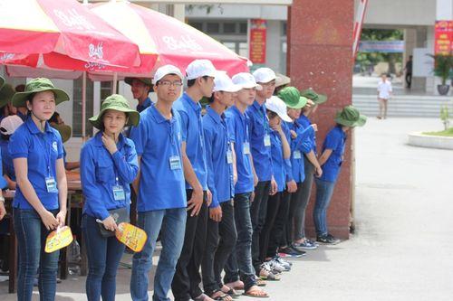 Sinh viên Lào, Thái Lan tiếp sức mùa thi tại Nghệ An - Ảnh 7