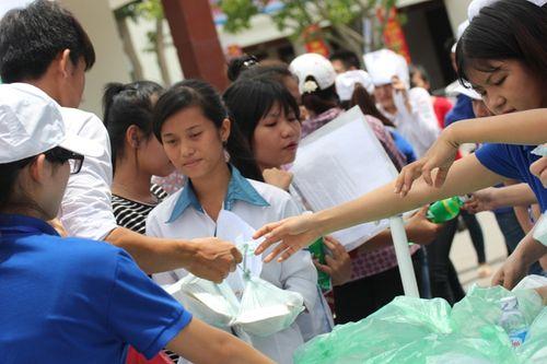 Sinh viên Lào, Thái Lan tiếp sức mùa thi tại Nghệ An - Ảnh 5